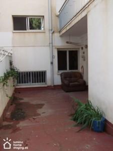 La terraza muchas veces está totalmente olvidada o incluso usada como trastero. Qué aspecto más triste. ¡La terraza nunca puede ser un sitio para el sofá que ya no cabe dentro la vivienda!
