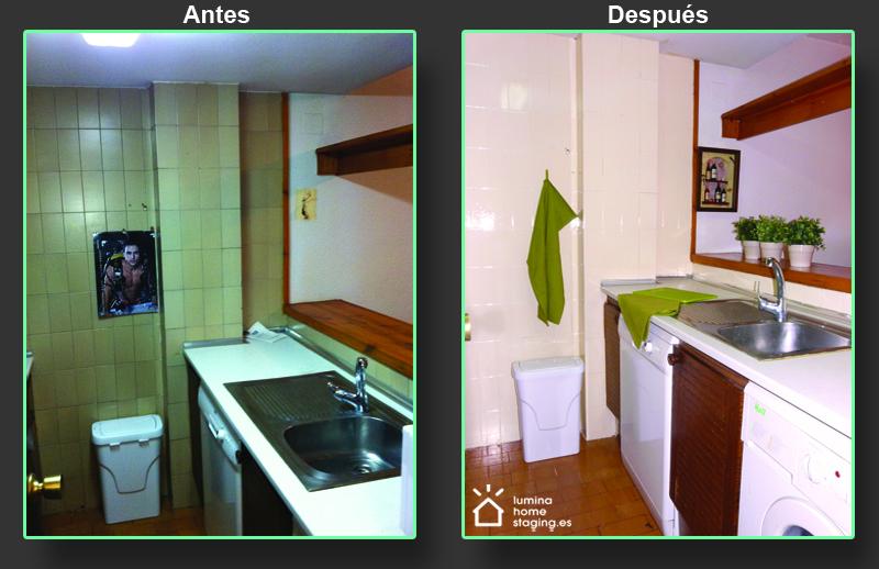 Esta foto demuestra la diferencia que hace una buena presentación. Aunque el piso sigue teniendo sus años, la cocina parece mucho más atractiva y enfoca la atención en los puntos positivos, en lugar de destacar su aspecto gastado.